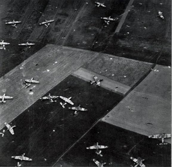 D-Day, gliders in field