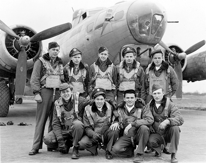BR man in WWII crew that completed all of its bombing missions... 11/01/04